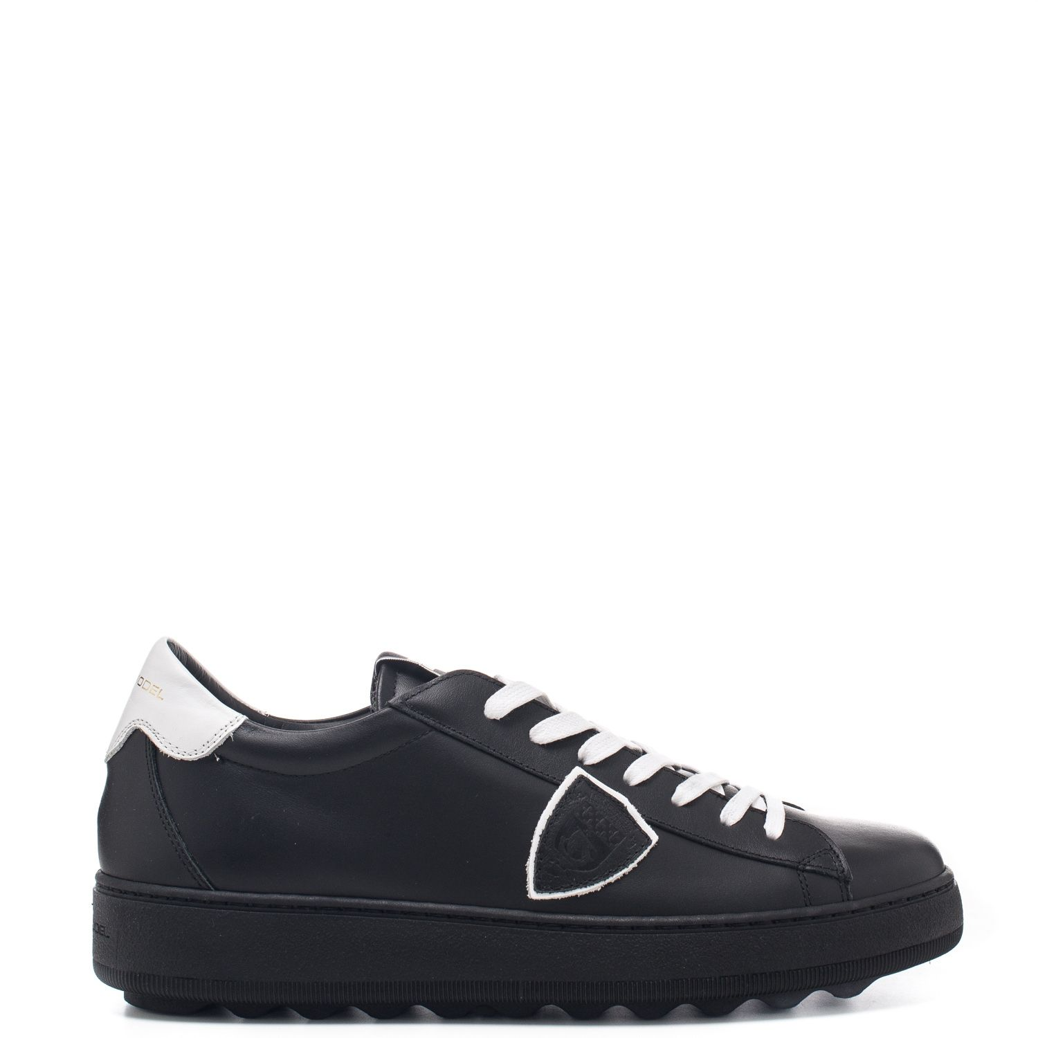 Sneaker in vera pelle con scudetto Philippe Model - 100% Made Italy